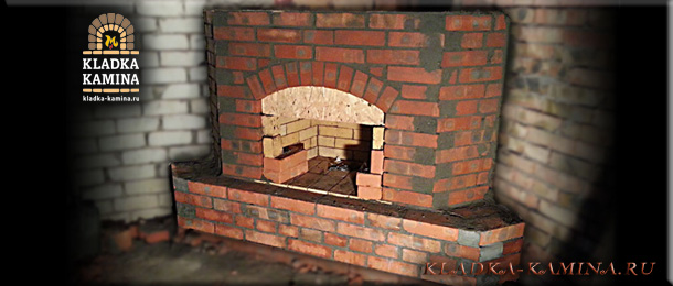 Угловой камин с аркой