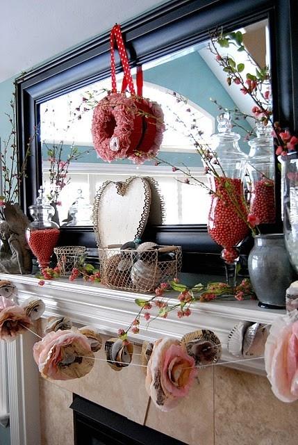 valentines day mantel decor ideas 2 554x443 65 вещей, способных сделать день всех влюбленных 14 февраля действительно особенным