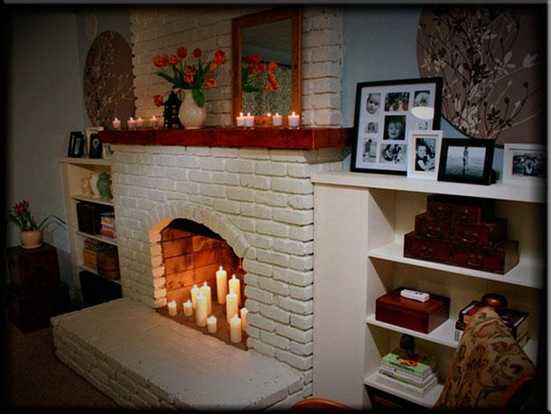 Интерьер гостиной с камином отделка крашенным кирпичом