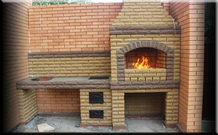 Огонь в барбекю печи